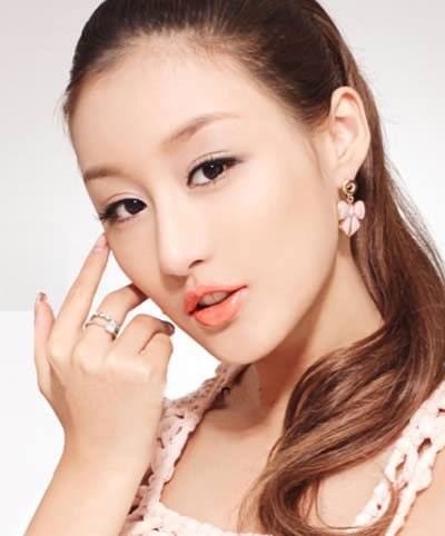 6_buoc_don_gian_trang_diem_moi_tuoi_tan_voi_son_mau_cam_tuoi_tan
